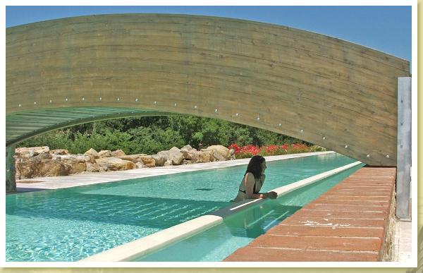 Le piscine mulino di quercegrossa for Piscine strette e lunghe